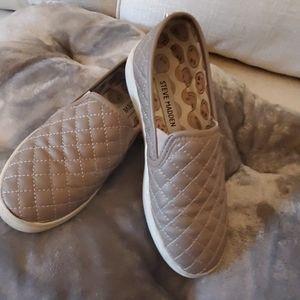 girls size 3 steve madden slip on sneakers